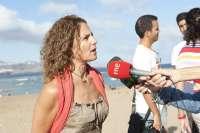 Un total de 60 buzos limpian este sábado los fondos marinos de la Playa de Las Canteras de Las Palmas de Gran Canaria