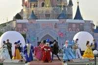 Cuatro clientes de Liberbank ganan un viaje a Disneyland París