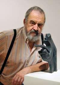 Las 400 obras de 'Eros, formas y azar' repasan la trayectoria de José Abad