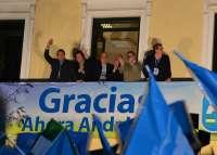 En Andalucía, con el 99,71% escrutado, el PP logra 33 escaños, por 25 del PSOE y dos de IULV-CA