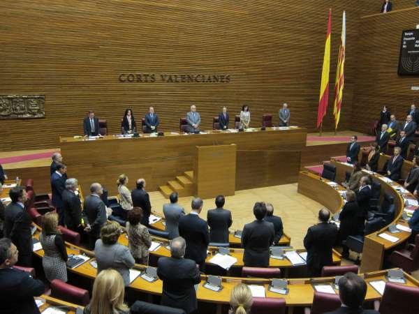 El pleno de las Corts guarda un minuto de silencio por los fallecidos en Onda (Castellón)