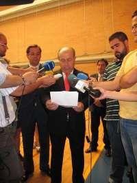 El alcalde confía en que se castigue al menor que tiró un paraguas al asistente en el Granada-Mallorca
