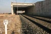 Construida la pérgola sobre la línea convencional Madrid-Hendaya en Quintana del Puente (Palencia)
