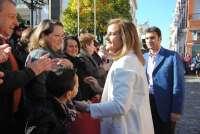 Fátima Báñez, en una gran acogida en su pueblo natal, se compromete a