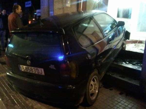 Un vehículo se empotra contra un portal en Palma sin causar heridos tras la discusión de una pareja