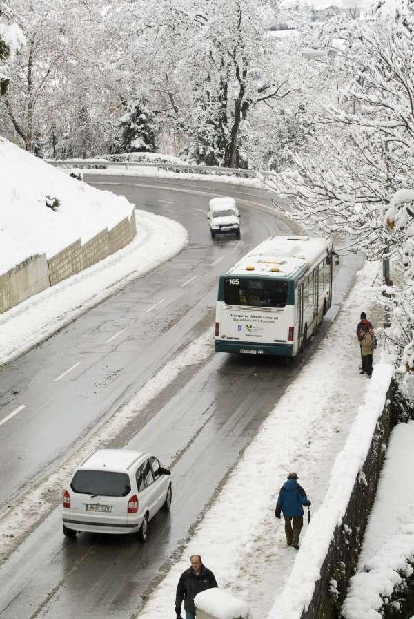 La DGT recomienda moderar la velocidad por carretera este fin de semana por el frío