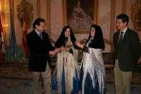 El alcalde de Segovia cede el mando a las alcaldesas de Zamarramala, que toman el poder con motivo de Santa Águeda