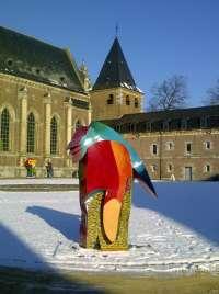 El castillo belga de Alden Biesen acoge la muestra de Gabarrón 'Héroe o antihéroe' con obras de 'Los Silencios de Colón'