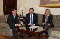 El delegado del Gobierno en Castilla-La Mancha aborda con la alcaldesa de Albacete las principales líneas de actuación