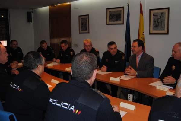 El delegado del Gobierno se reúne con los mandos de la Policía Nacional de la Región