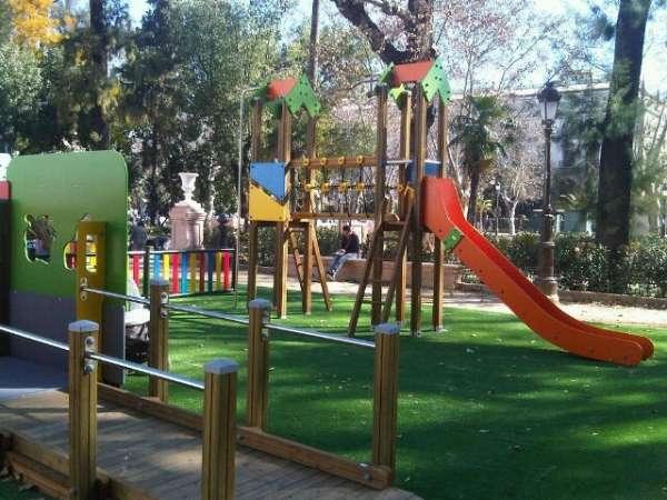Culmina en los jardines del cristina la instalaci n de juegos infantiles adaptados para ni os for Juegos para jardin nios