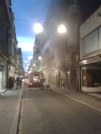 Desalojan un edificio en Pontevedra a causa de un incendio registrado en una droguería
