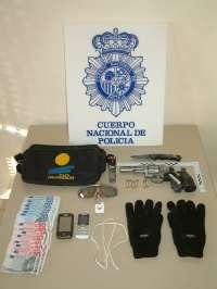 Detenidos en Ávila, a los pocos minutos, dos jóvenes, uno menor de edad, por el atraco a una joyería