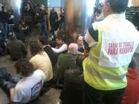 Trabajadores de Navantia y auxiliares ocupan el edificio de la Xunta en Ferrol y anuncian una marcha a pie a Santiago