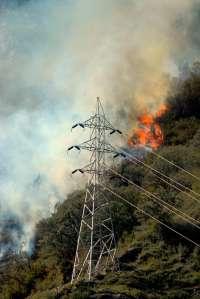 Los medios aéreos continúan trabajando en la extinción del incendio de Castanesa