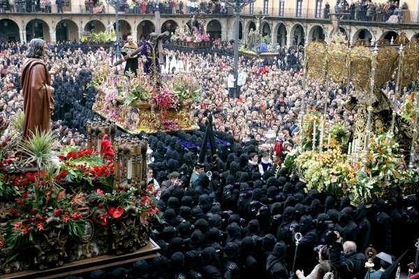 Más de 1.000 leoneses pujarán mañana las 13 imágenes de Los Pasos en León para culminar con 'El Encuentro'
