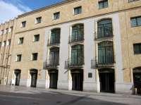 El Teatro Liceo de Salamanca se ilumina hoy de rojo con motivo del Día Internacional de la Hemofilia