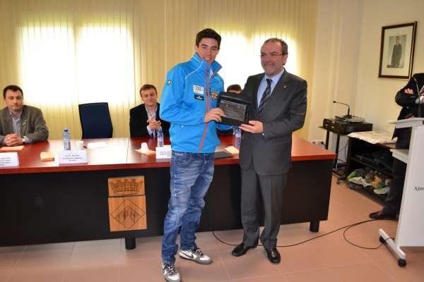 Rialp homenajea a los esquiadores Pol y Ona Rocamora, campeones en su especialidad