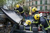 Un simulacro de accidente en Plaza España subraya la importancia de las 'Hojas de rescate' para mejorar los salvamentos