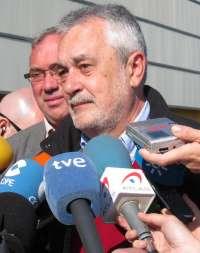 Griñán dice que si Argentina no se somete al Estado de Derecho se le exigirán las