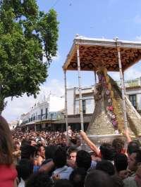 El paso de la Virgen del Rocío estrena los seis varales el Lunes de Pentecostés tras el percance del año pasado