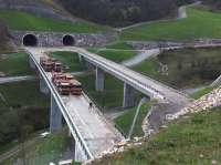 ADIF realiza la prueba de carga del viaducto de Sotiello, en Lena