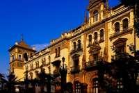 El Ayuntamiento subasta este miércoles más de 2.500 muebles del Alfonso XIII valorados en 220.346