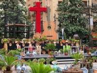 Un total de 68 cruces, once con barras, participan este jueves en el concurso del Día de la Cruz