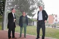 Deportes instala una red de separación entre la bolera y la pista deportiva de Ganzo