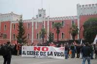 Los trabajadores de la fábrica de armas se manifiestan en Oviedo contra el