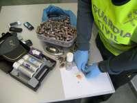 Detenidas dos personas con tres kilos de bellotas de hachís en una furgoneta en Mairena del Aljarafe