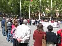 La concentración en Logroño contra la violencia de género protagonizada por las asociaciones de vecinos