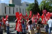CCOO y UGT se concentran contra los ajustes de la Junta en una primera protesta con un seguimiento
