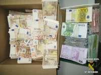 La Guardia Civil interviene medio millón de euros a un vecino de Vigo que intentaba sacarlos por Badajoz sin declarar
