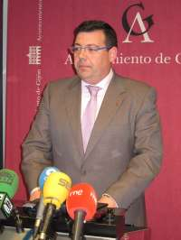 Argüelles (PSOE) insta a rectificar las tasas portuarias y tarifa eléctrica para revertir la decisión de Arcelor