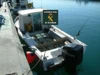 La Guardia Civil intercepta una embarcación con 1.219 kilos de hachís en la costa de Vélez-Málaga