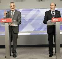 Griñán subraya que la negociación sobre el plan de ajuste mantendrá el criterio de reducir salarios sin despedir