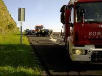 Herida una conductora que volcó en la A-8 y salió del coche con la ayuda de otros automovilistas