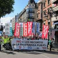 Cientos de profesores se manifiestan en Oviedo contra los recortes en la Educación Pública