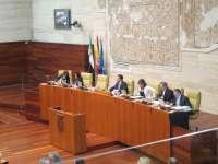 El Parlamento de Extremadura insta al gobierno regional a