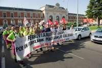 Las plantillas de Renfe y Adif en Valladolid se concentran para exigir un ferrocarril