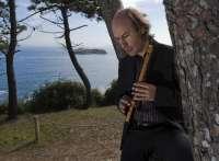 Carlos Núñez anima a los músicos jóvenes a viajar por el mundo,