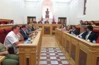 Los votos del PSOE e IU aprueban inicialmente los presupuestos del Ayuntamiento de Toledo que rechaza el PP