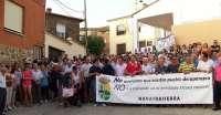 Vecinos de Navatrasierra (Cáceres) se concentran en contra de la intención de suprimir las entidades locales menores