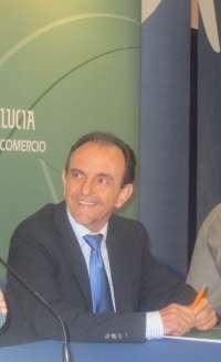 El consejero de Turismo pide comparecer ante el Parlamento para informar sobre el impacto de la subida del IVA
