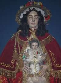 La Virgen del Rocío regresa a Almonte tras procesionar durante toda la noche rodeada de miles de fieles