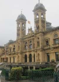 Ayuntamiento de San Sebastián realiza trabajos de reparación en el ascensor de la plaza Martin Santos de Egia