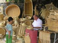 La crisis obliga a la feria de Pinolere (Tenerife) a cobrar a los artesanos