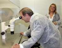 El CSISP investiga once ensayos clínicos sobre seis vacunas para enfermedades como el herpes zóster o el meningococo B