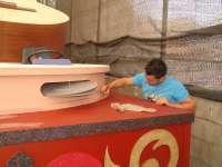 Unos 50 jóvenes ultiman los detalles de las carrozas de la Fiesta del Arte de Tegueste (Tenerife)